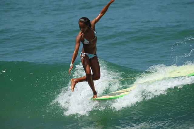 longboard_Kelia_Moniz-1600x1200