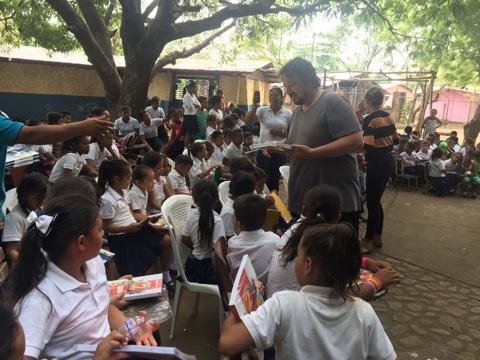 Entrega de Libros en Aposentillo-Nicaragua.
