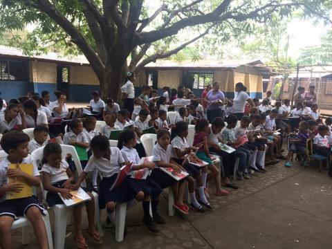 Entrega de Libros en Aposentillo Nicaragua.